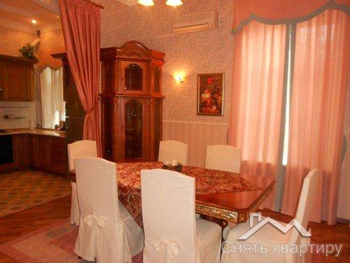 Сдам двухкомнатную квартиру в Центре Киева