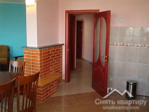 Аренда большой квартиры в Днепровском районе по улице Окипной Раисы 4 А