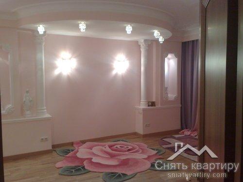 Аренда многокомнатной квартиры на Осокорках по улице Княжий Затон 21 ЖК Корона