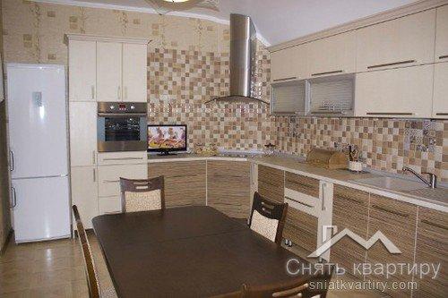 Аренда трехкомнатной квартиры в ЖК Времена Года по улице Кудряшова 18