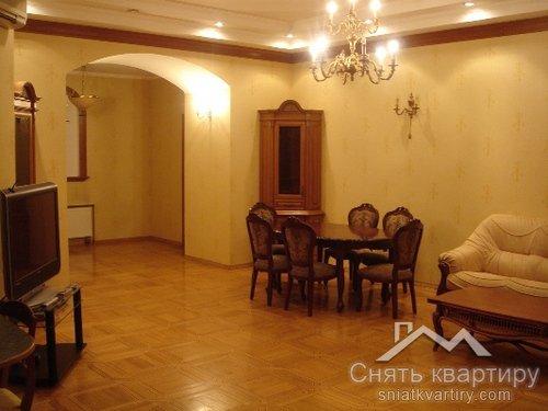 Длительная аренда 4 к квартиры по улице Трёхсвятительская 11