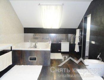 Аренда трехкомнатной двухуровневой квартиры на улице Прорезной 3