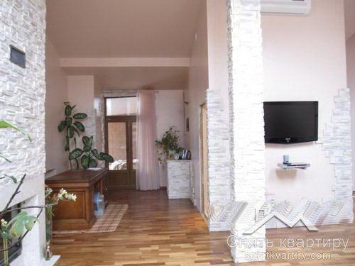 Аренда двухуровневой квартиры в центре Киева ул. Станиславского, 3